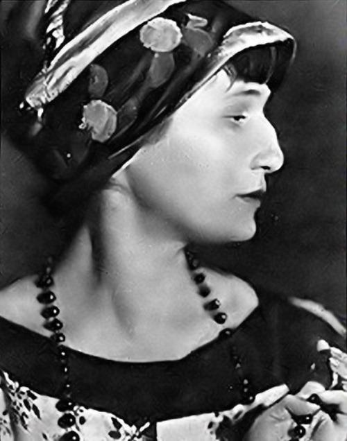 013.2 Anna-Akhmatova-great-Russian-poet1